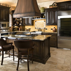 Rustic Kitchen by Dallas Design Group, Interiors