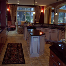 Traditional Kitchen by Linda Parsons w/Romanelli & Hughes Custom Builders