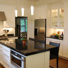 Modern Kitchen by Moss Building and Design