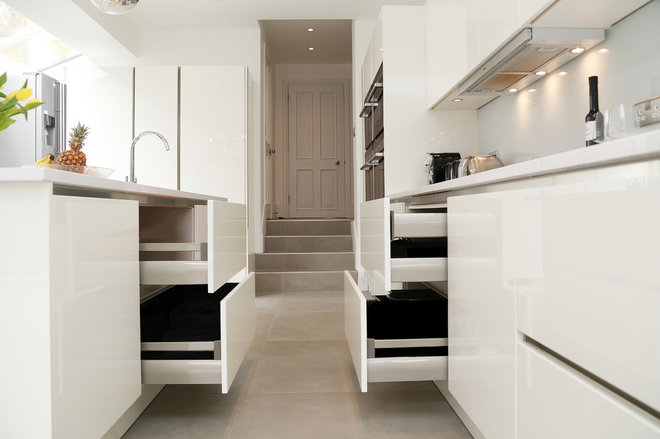 Modern Kitchen by LWK Kitchens London