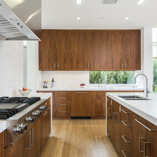 Mid Sized Modern Open Concept Kitchen Remodeling