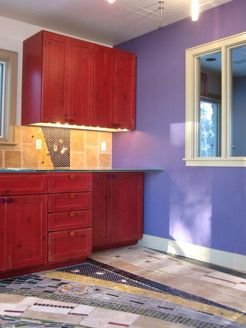 Cucina con ante rosse e top in vetro foto idee arredamento - Piastrelle cucina rosse ...