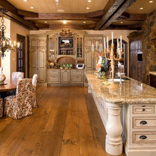 Traditional Kitchen by HISTORIC studio