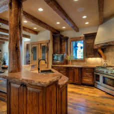 Rustic Kitchen by LANDMARK TRADITIONS