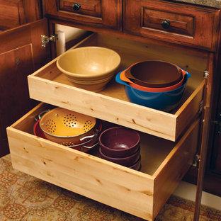 Traditional kitchen ideas - Elegant kitchen photo in Little Rock