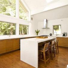 Modern Kitchen by Gabrielle Raven Interiors