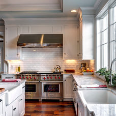 Farmhouse Kitchen by Farinelli Construction Inc