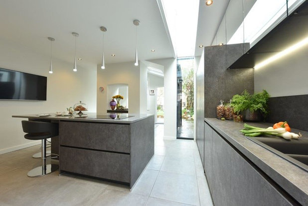 Contemporary Kitchen by Diane Berry Kitchens