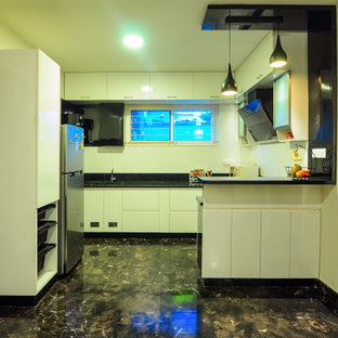 バンガロールのアジアンスタイルのおしゃれなキッチンの写真