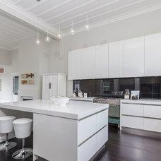 Contemporary Kitchen by GEMMA MILLS
