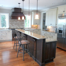 Contemporary Kitchen by Welcom Cabinets