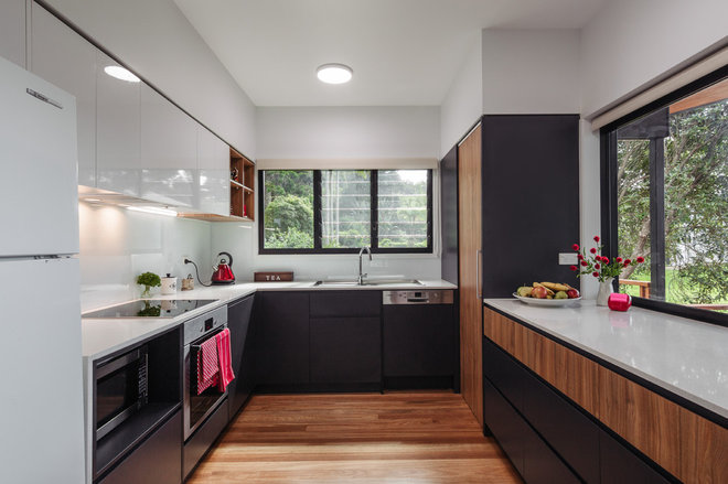 Contemporary Kitchen by ANA Building Group