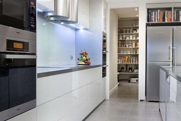 Modern Kitchen by Orana Custom Built Furniture & Designer Kitchens