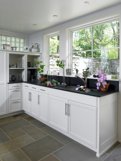 Arranging Kitchen Cabinets Around Windows
