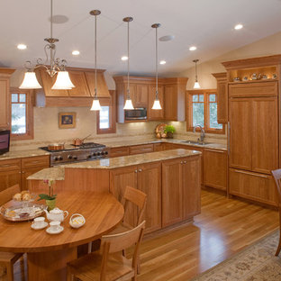 Traditional kitchen designs - Example of a classic kitchen design in Minneapolis