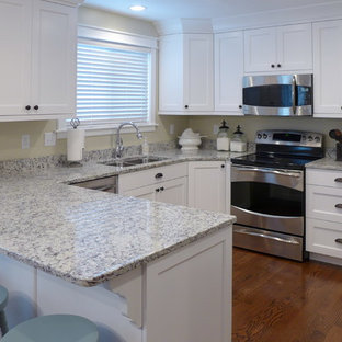 Example Of An U Shaped Eat In Kitchen Design Salt Lake City With