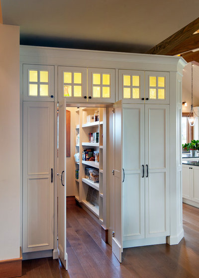 Traditional Kitchen by Old World Kitchens & Custom Cabinets