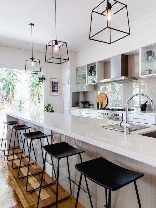 cuisine parall le avec une cr dence beige photos et id es d co de cuisines. Black Bedroom Furniture Sets. Home Design Ideas