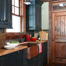 Traditional Kitchen Cabinets by Lakehouse Cabinetry Inc.