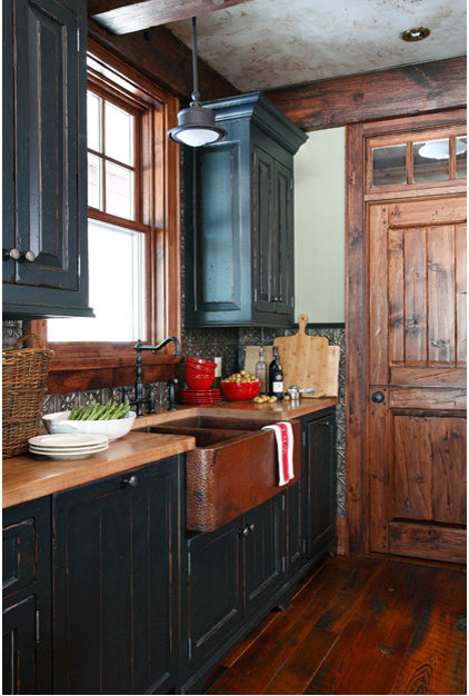 Traditional Kitchen Cabinetry by Lakehouse Cabinetry Inc.