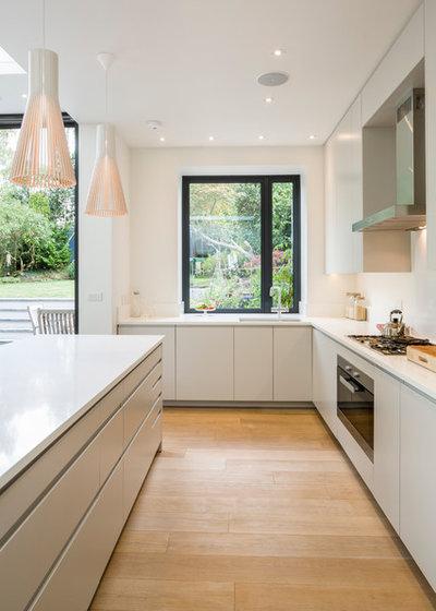コンテンポラリー キッチン by Jones Associates Architects