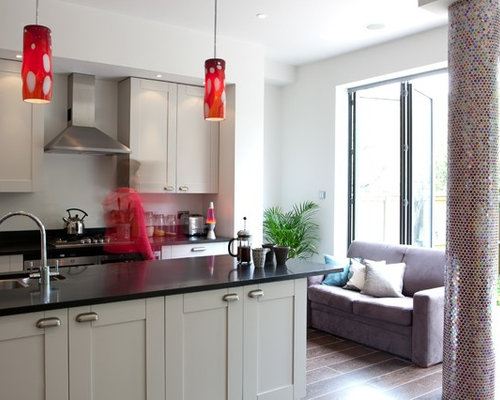 Inspiration For A Mid Sized Contemporary Kitchen Remodel In London With Shaker Cabinets Gray