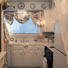 Eclectic Kitchen by My Romantic Home