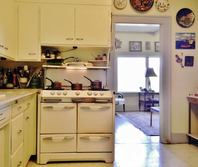 My houzz honoring the past in an 1891 queen anne for Queen anne style kitchen