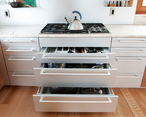 Drawers under cooktop houzz for Perfect kitchen sharjah