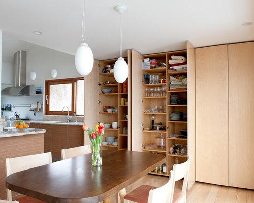wohnk chen mit hellen holzschr nken und waschbecken ideen. Black Bedroom Furniture Sets. Home Design Ideas