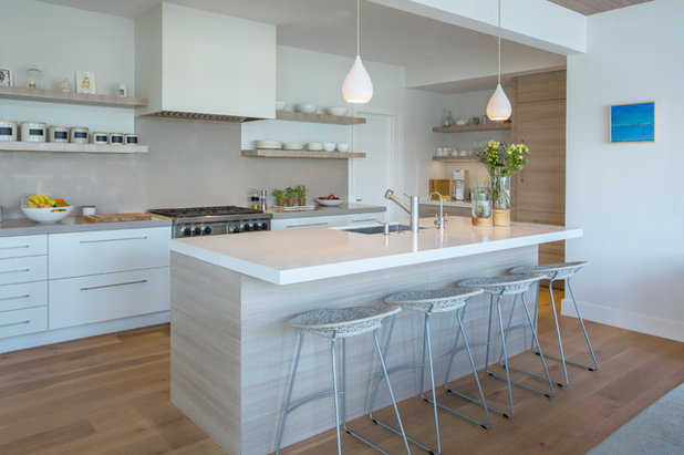 Beach Style Kitchen by Margot Hartford Photography