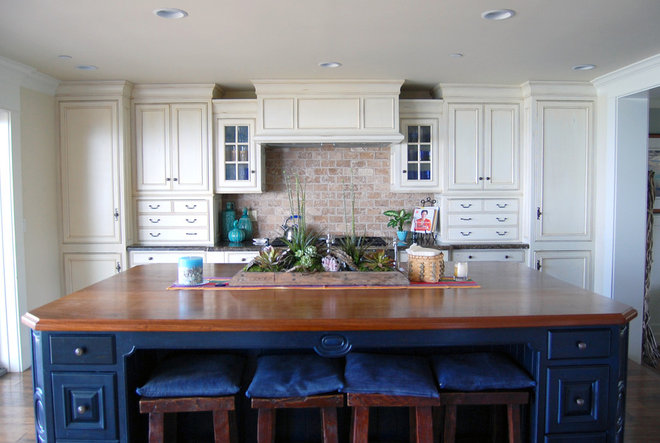 Beach Style Kitchen by Dana Nichols