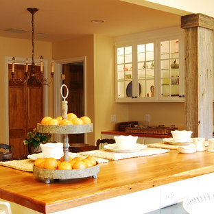 Rustic kitchen inspiration - Inspiration for a rustic kitchen remodel in New York