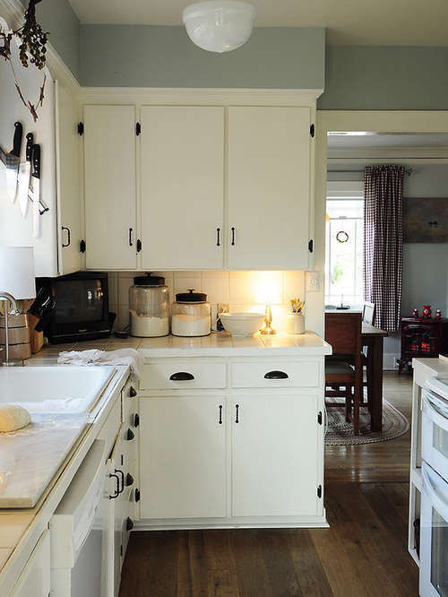 saveemail - Distressed White Kitchen Cabinets