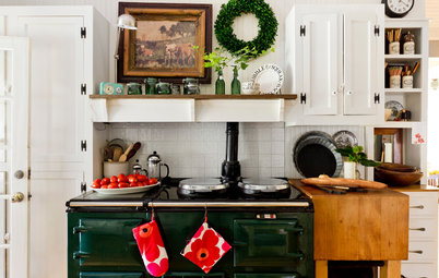 How to Host a Big Holiday Meal in Your Not-So-Big Home
