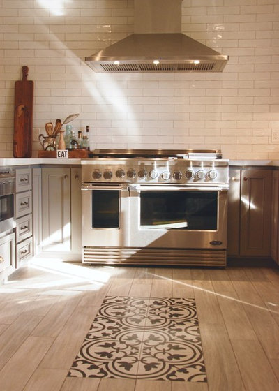 Traditional Kitchen by Bonnie McCarthy