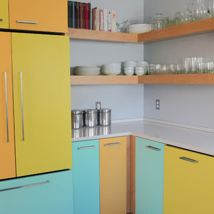 Design ideas for a midcentury kitchen in Portland.