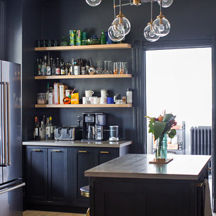 Eclectic kitchen inspiration - Example of an eclectic kitchen design in Cincinnati