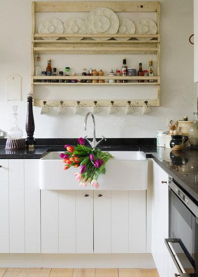 Landhausstil Küche by Carolyn Reyes