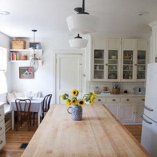 Farmhouse kitchen designs - Kitchen - cottage kitchen idea in Kansas City