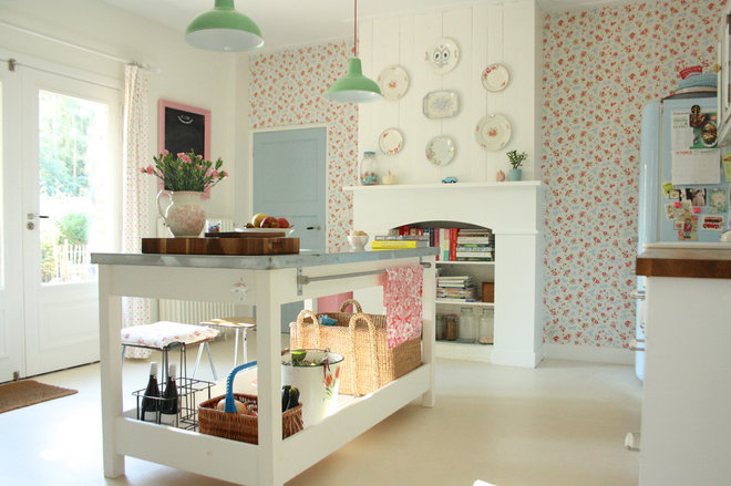 Shabby-chic Style Kitchen by Holly Marder