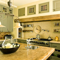 traditional kitchen by Cynthia Lynn Photography