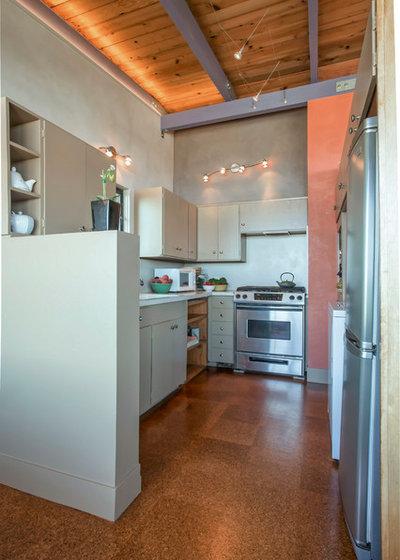 Midcentury Kitchen by Margot Hartford Photography