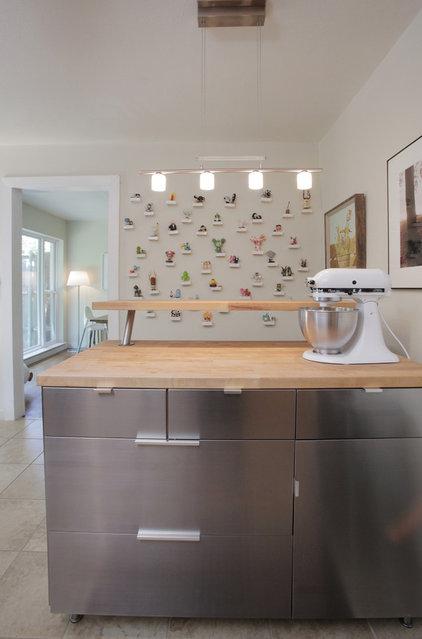 Contemporary Kitchen by Lindsay von Hagel