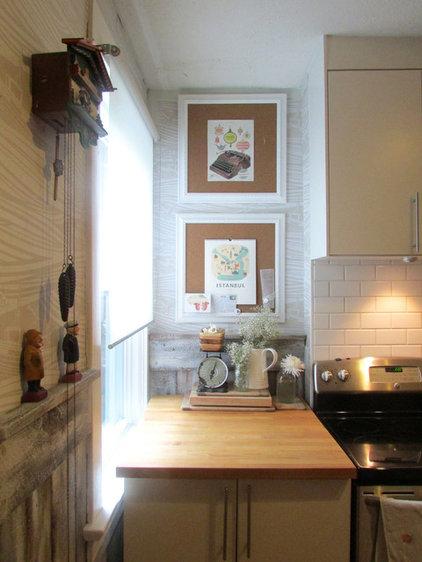 Contemporary Kitchen by Jenn Hannotte / Hannotte Interiors