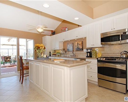 Traditional Kitchen Idea In Orange County