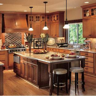 ポートランドの中サイズのおしゃれなキッチン (ダブルシンク、落し込みパネル扉のキャビネット、中間色木目調キャビネット、御影石カウンター、ベージュキッチンパネル、セメントタイルのキッチンパネル、シルバーの調理設備、無垢フローリング) の写真