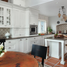 Traditional Kitchen by CAROLINE INC