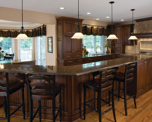 Elegant Traditional Eat In Kitchen Idea In Chicago With A Double Bowl Sink, Raised