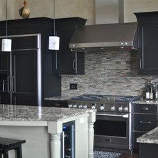 Traditional Kitchen by Lifestyle Kitchen Studio